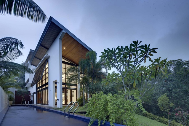 Kubik House (2009) by Marra + Yeh Architects is located in a gated community on the outskirts of Ipoh, Malaysia.