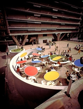 Australia Square plaza by Harry Seidler (1967).