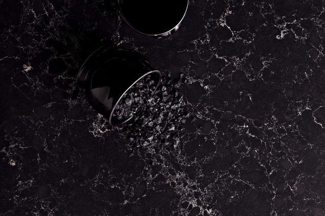 Vanilla Noir – classic, rich black base with delicate natural light veins.