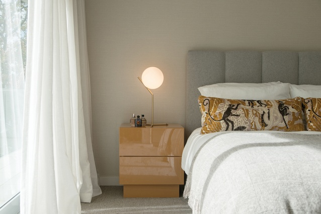 Simple and elegant with an eye towards bespoke pieces is the tone that has been achieved in the main bedroom.