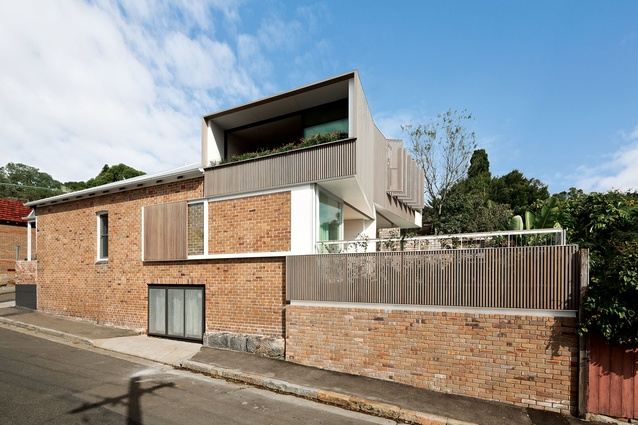 Balmain Houses, Sydney, by Benn and Penna Architects encompass two semi-attached dwellings plus a studio to accommodate a range of scenarios for multi-generational living.