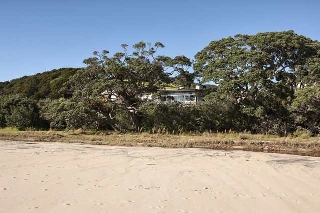 Housing Award: Langs Cove House, Langs Beach by Bossley Architects.