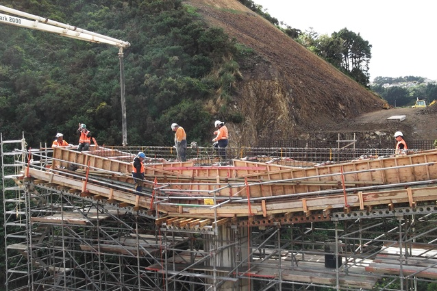 The western bridge comprises a 40m twin span, double hollow core deck on piled abutments.