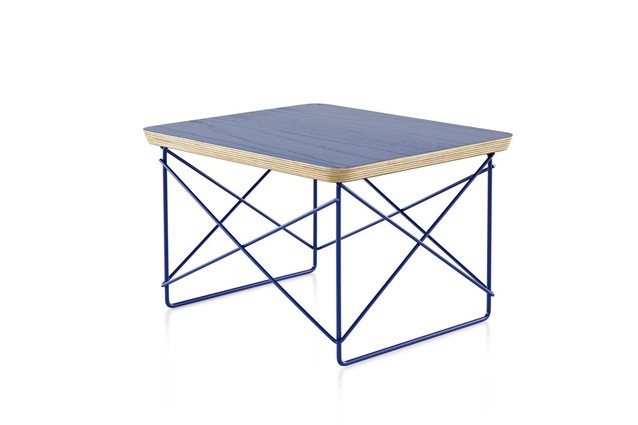 The Select edition Eames Wire Base Low Table in cobalt blue.