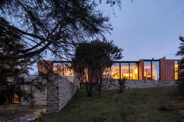 The Emerald Bluffs House near Wanaka by RTA Studio.