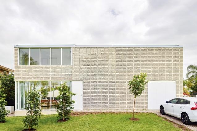 Naranga Avenue House by James Russell Architect.