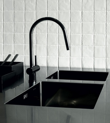 Black handles from Katalog and Zucchetti mixer from Robertson.