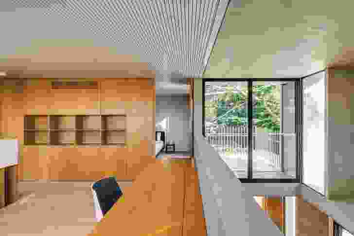 A double-height void connects the sitting area with the mezzanine study.