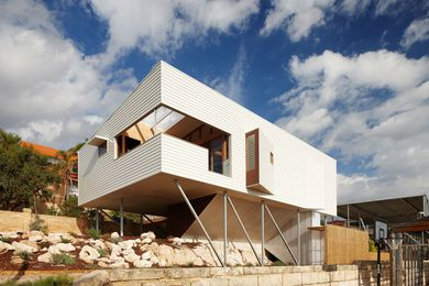 A Suburban Beach House by David Barr and Ross Brewin Architects in Association.