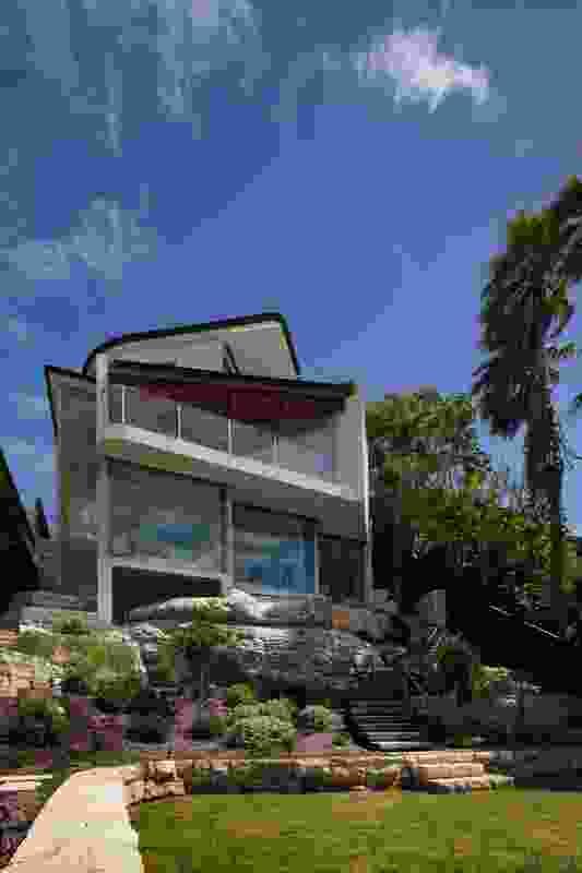 Whale Beach House by Shahe Simonian Architect (Zanazan).