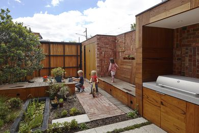 Cubo Rear Garden by PHOOEY Architects in collaboration with Simon Ellis Landscape Architects.