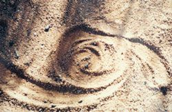 Uluru – Kata Tjuta Cultural Centre, leitmotif drawn in the sand – Anangu and rangers working together