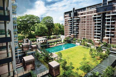 新加坡的古德伍德居住地包括两个L形块,围绕着大型草坪,游泳池和俱乐部设施。