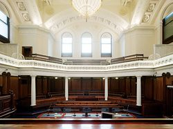 Court 10, one of six major historic courtrooms to be restored and upgraded. The central gasoliers, long since lost, are recalled through new custom-made, late-nineteenth-century, gasolier-type chandeliers with warm-colour-temperature metal-halide lamps.