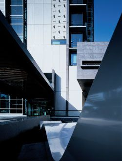 Main entry on the George Street forecourt. Daniel Templeman's Confluenceis in the foreground. Image: Bart Maiorana.