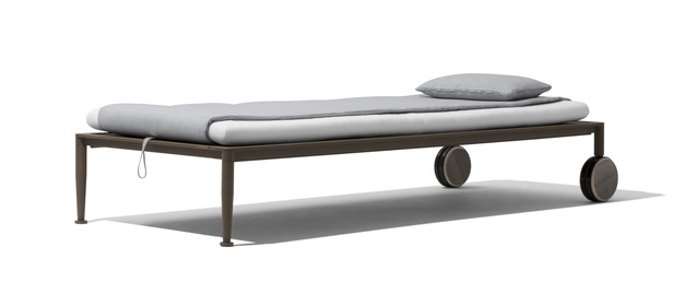 Gea beach lounger by Chi Wing Lo for Giorgetti.