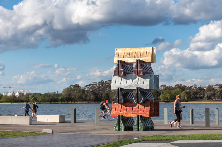 Contemporary Art and the Transformation of Space into Place: Lake Burley Griffin and Contour 556 by Neil Hobbs
