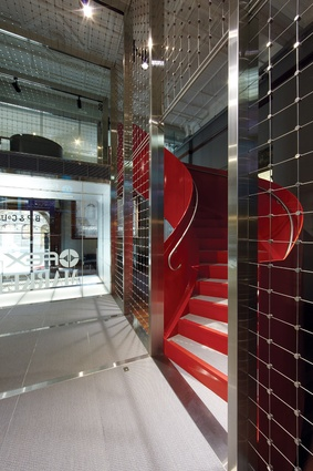 A staircase connecting the studio with the viewing deck makes a bold statement in red.