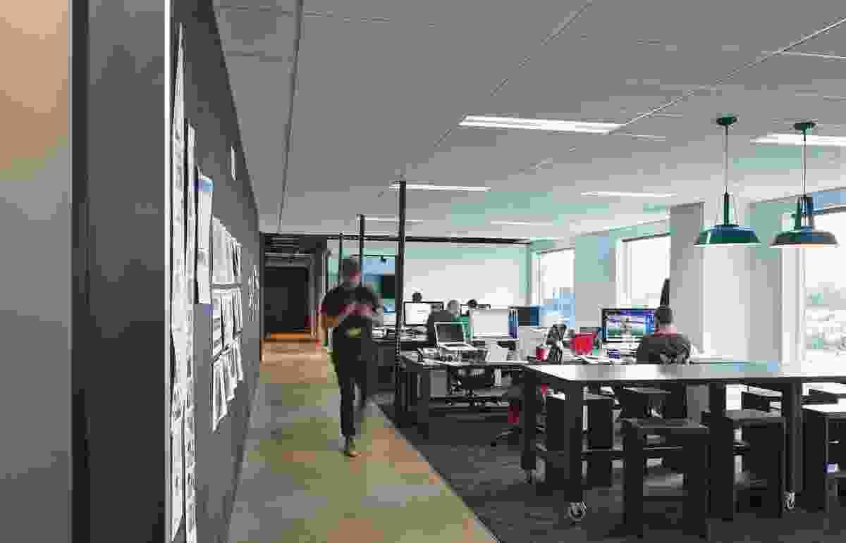 Open-plan workspaces wrap around the floor's perimeter.