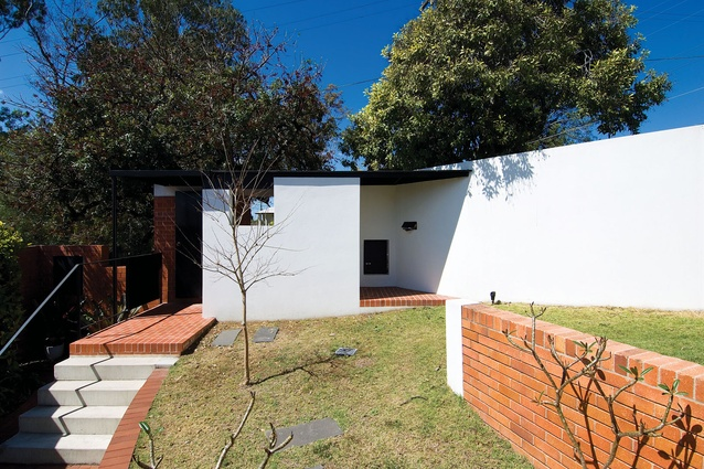 St Lucia House (Qld) by Owen and Vokes and Peters.