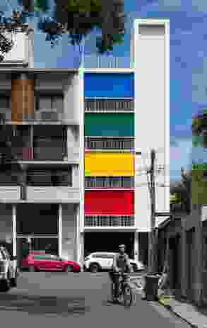The coloured blinds on the facade offer a cheerful gesture to the dense inner-urban neighbourhood.
