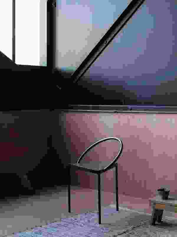 使用该住宅的艺术家可以独立于Artbank的业务往来。