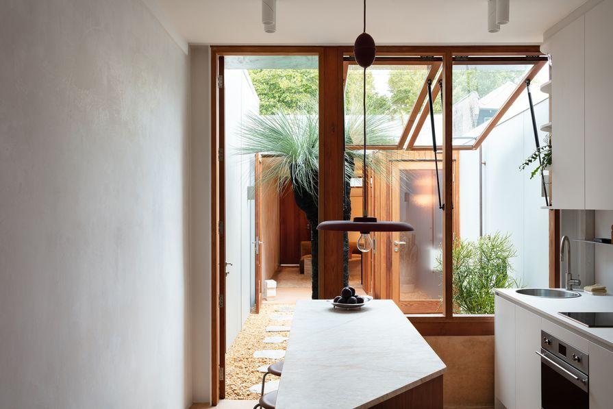 与典型的露台房屋不同,这种设计使空间可以打开或关闭。