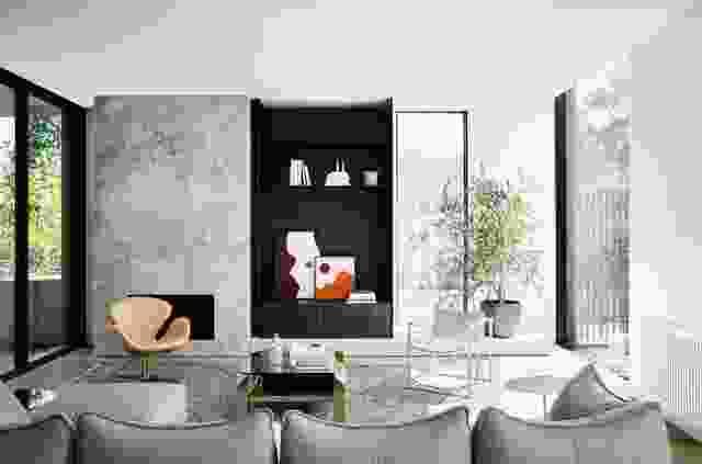 公寓宽敞的平面图和对高品质细节的关注赋予了它永恒的感觉。作品:凯莉·赫顿。