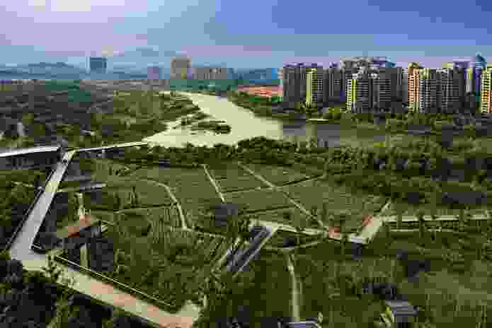 Quzhou Luming Park by Turenscape is located in the heart of the new district of Quzhou, China.