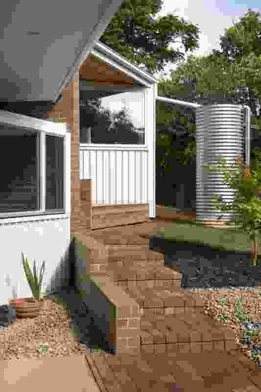 Boomerang House by Joanna Nelson Architect.