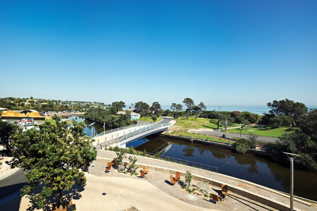 The Zoetrope Bridge crosses the Kananook Creek and connects the beachside to the highway-side of Frankston.