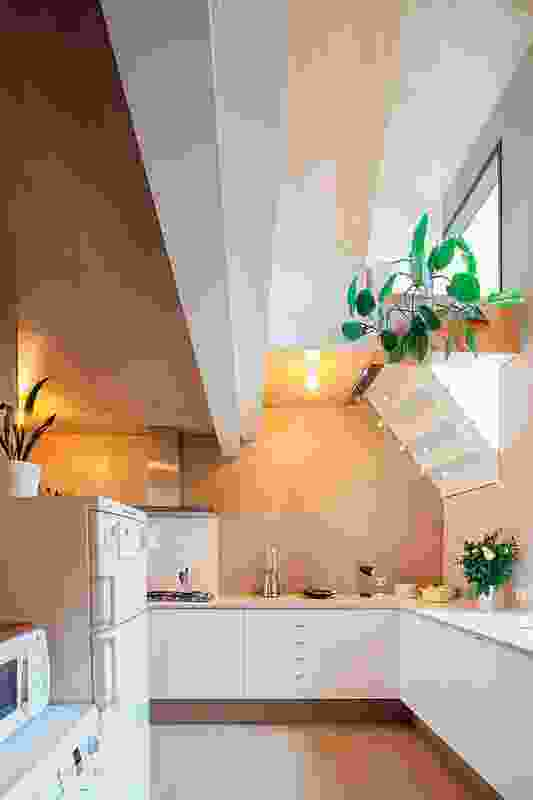 Contrasting light surfaces in the kitchen area.