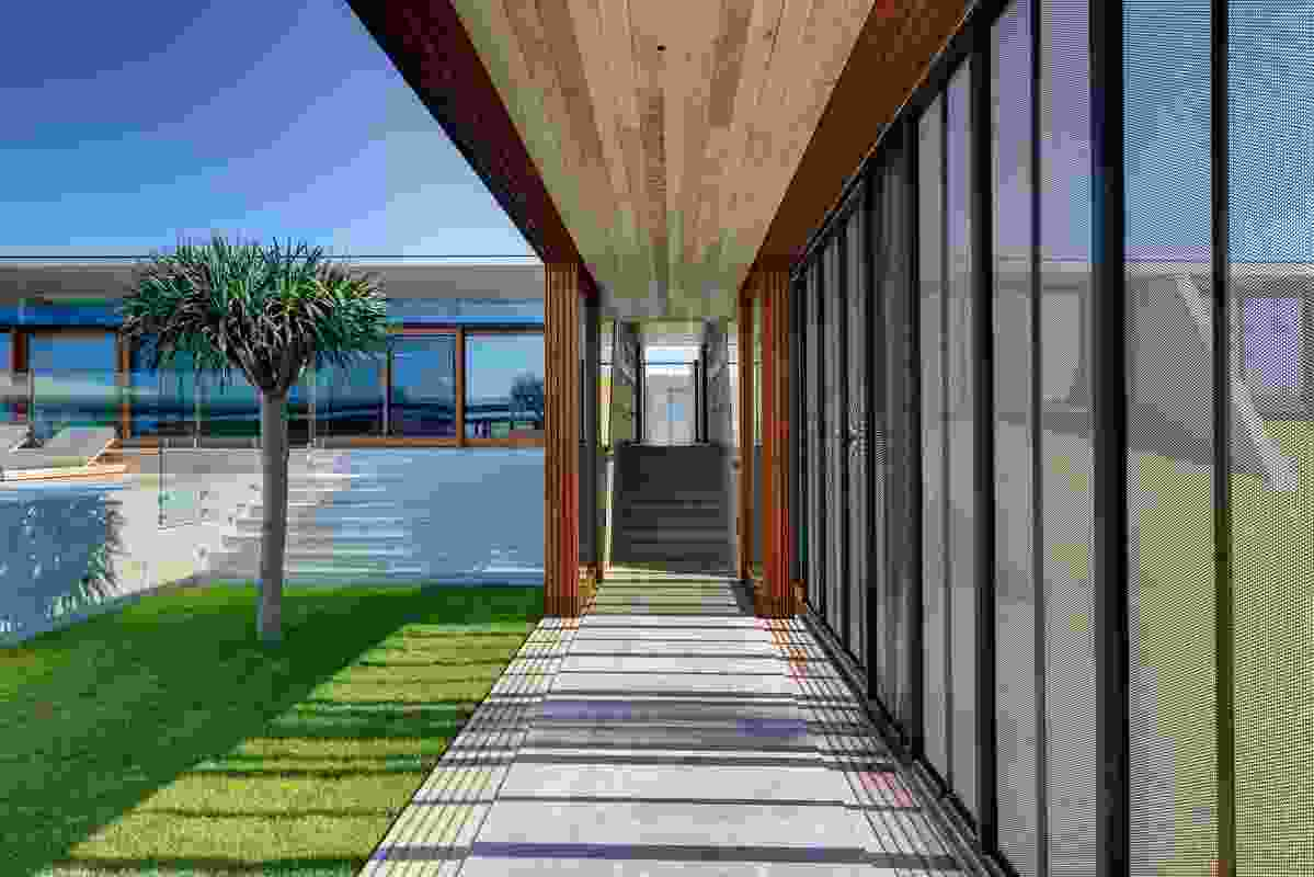 A transparent central breezeway spine links the public zone to the private zone and runs adjacent to the central grassland courtyard and pool.