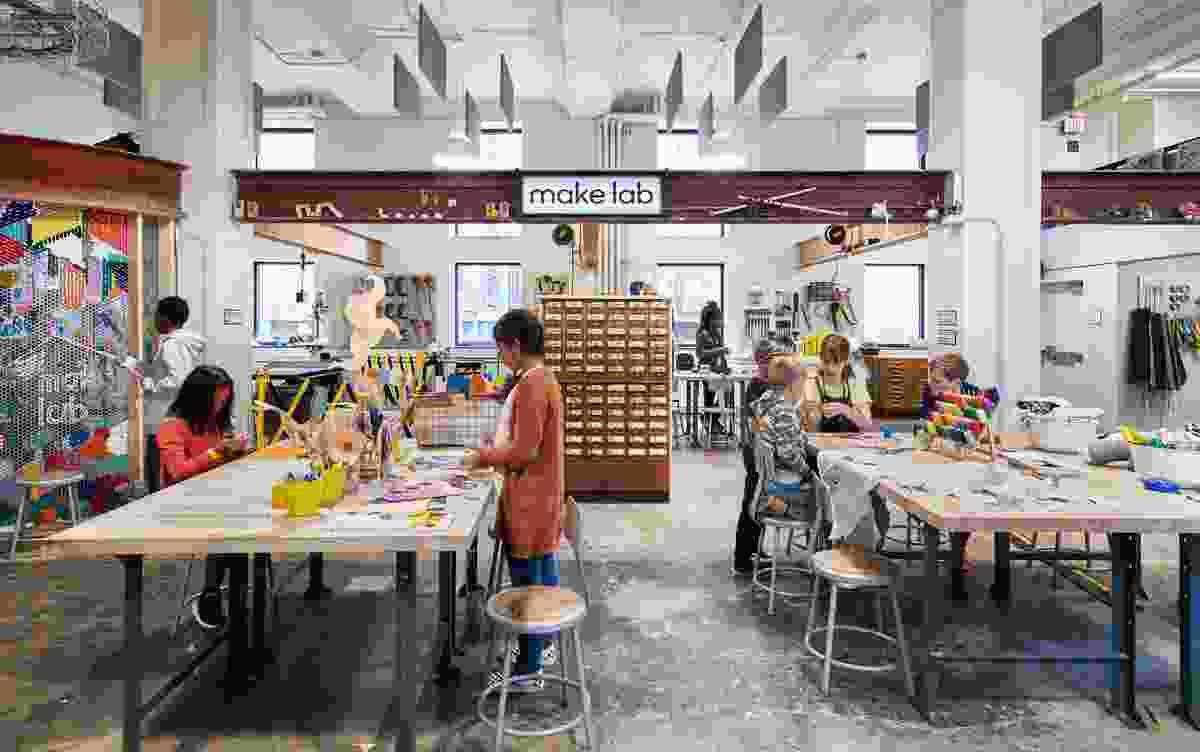 """博物馆实验室的""""没有什么是太珍贵的"""",在这里,年轻人参加研讨会,周围是不断发展的建筑历史的证据。"""
