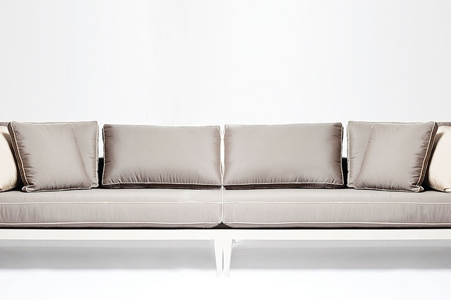 Balmoral sofa from Harbour Outdoor.