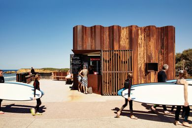 The design of Third Wave Kiosk meets recreation and tourist requirements while respecting the coastal environment.