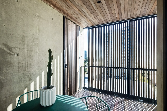 Protected courtyard recesses in the inner facade are orchestrated to provide natural ventilation and an ever-changing interplay of light and shade.