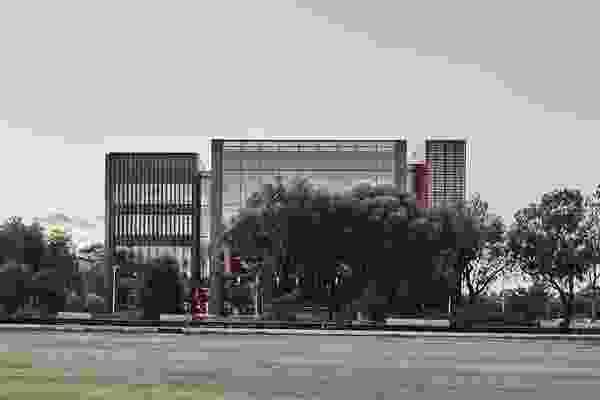 格里姆肖建筑师事务所(Grimshaw Architects),莫纳什伍德赛德技术与设计大楼。