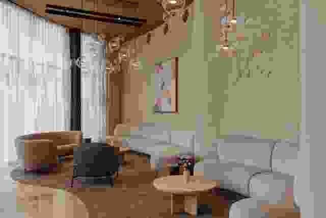 由Genesin Studio与Walter Brooke合作设计的Sol Bar和Restaurant