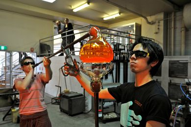 Live glass blowing demonstration at JamFactory.