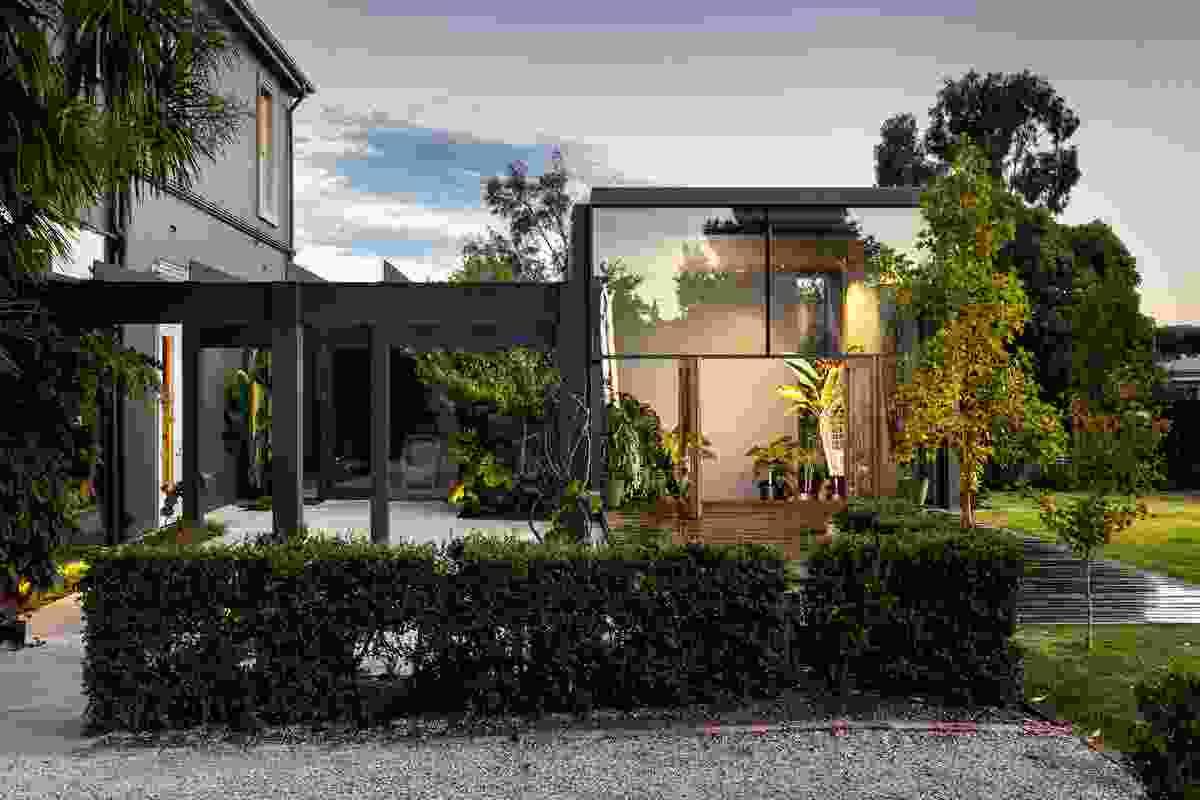 Minallo Residence by Jaws Architects.