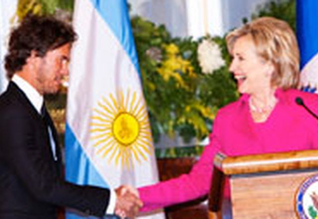 Blake Mycoskie is commended by US Secretary of State Hilary Clinton.