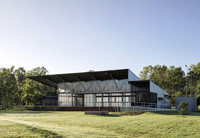 大小、灵活性和成本是大厅设计的关键考虑因素——可配置的结构可以容纳各种各样的活动。
