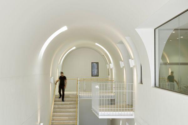 Byres Street由Cavill Architects与Hogg和Lamb合作设计。
