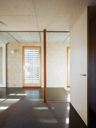 Curlewis House: A glazed wall divides the circulation space from the bedrooms.