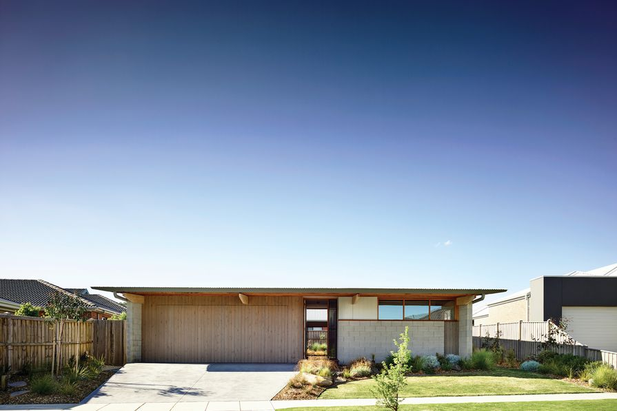 """The """"impossibly fine"""" horizontal plane created by the folded gutter gives the house a pleasingly low, human scale."""