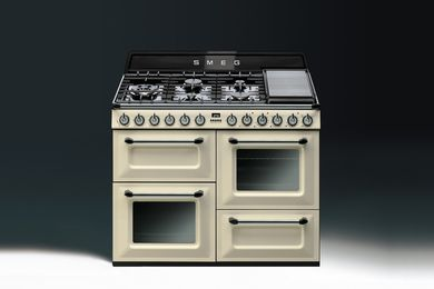 Victoria by Smeg in cream enamel.
