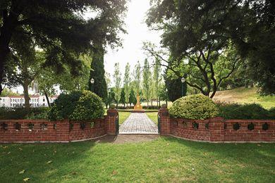The unassuming entrance to the Pioneer Women's Memorial Garden.