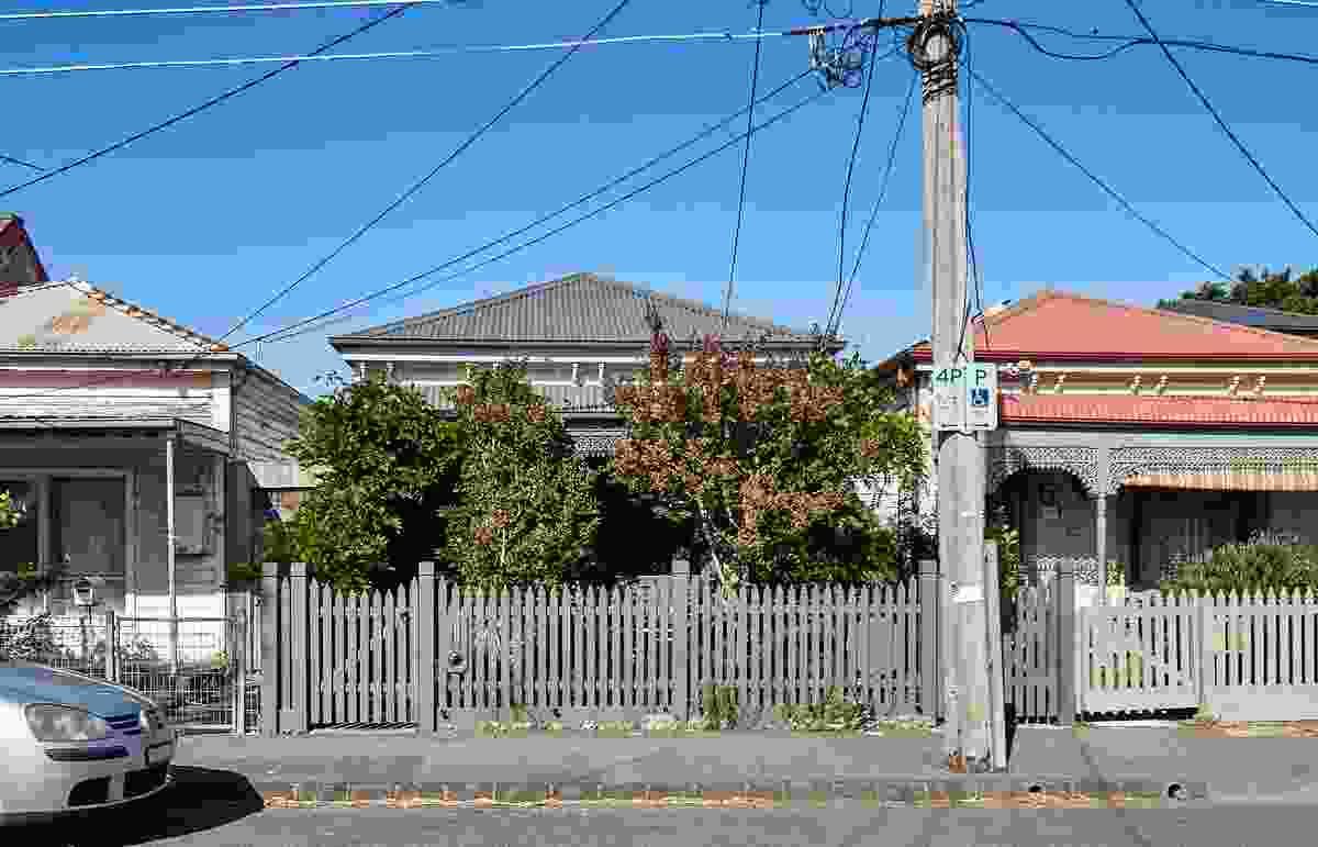 他和她的房子由FMD建筑事务所设计。