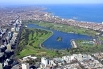 Parks Victoria mulls downsizing 18-hole golf course to enlarge Albert Park